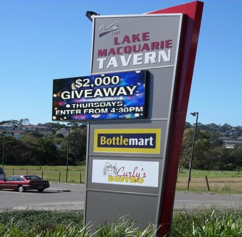 Electronic Digital LED Sign Lake MacQuarie Tavern
