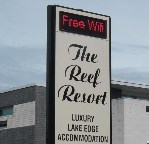 Electronic Digital LED Sign Reef Resort Motel